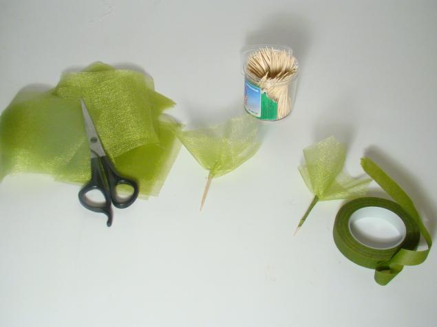Čokoladni poklon - buket: postupak izrade zelenih detalja.