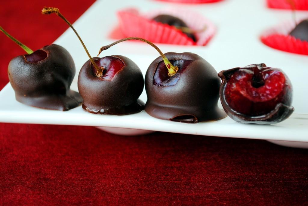 Desert: domaća čokolada sa višnjama.