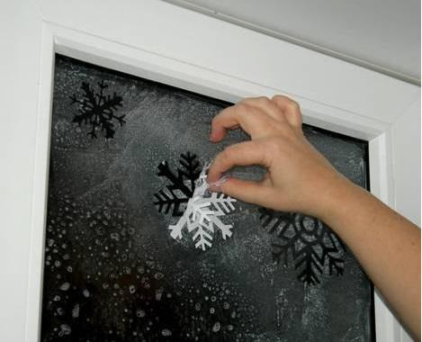 novogodišnje pahulje na prozoru 4