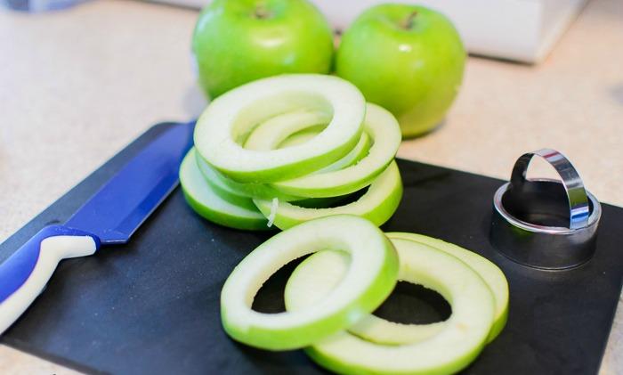 Jabuke i cimet : pripremljene jabuke za pohovanje.