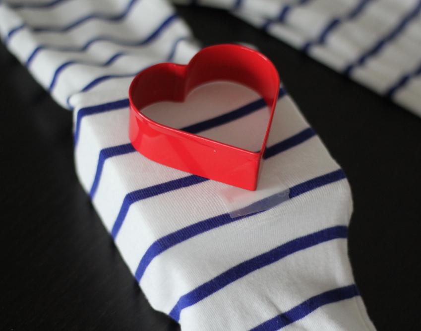Srce od filca za majicu - uradi sam: 3. korak.