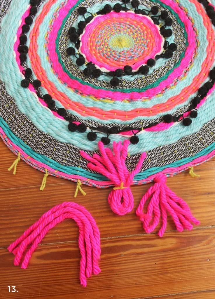 Dodavanje resica - DIY kružni tkani tepih.