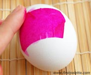 farbanje jaja krep papirom 4