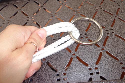 Kanap simetrično provucite kroz čelični prsten.