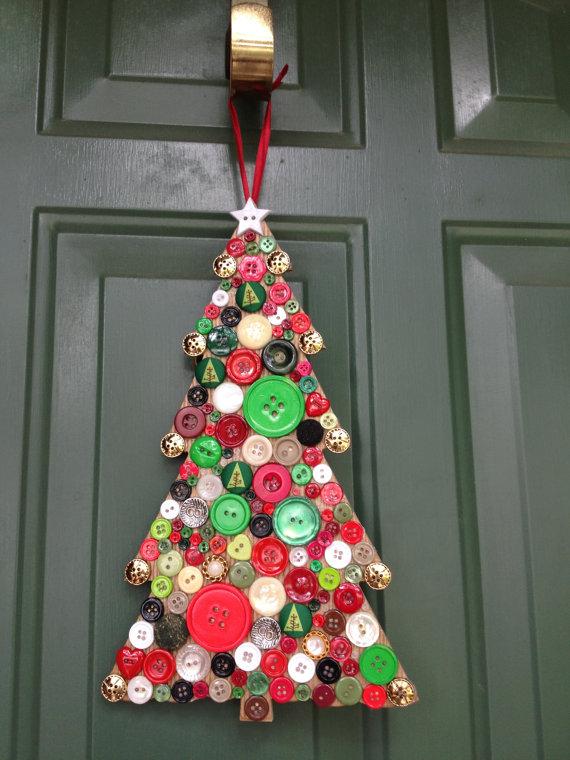 novogodišnji-ukras-od-dugmadi-jelka-vrata
