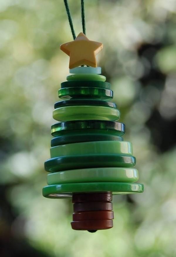 novogodišnji-ukras-od-dugmadi-jelka
