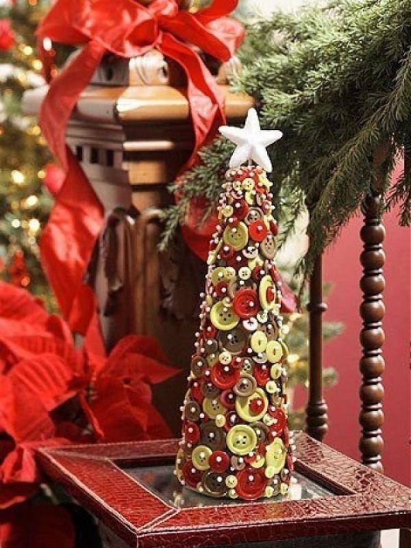 novogodišnji-ukras-od-dugmadi-jelka1